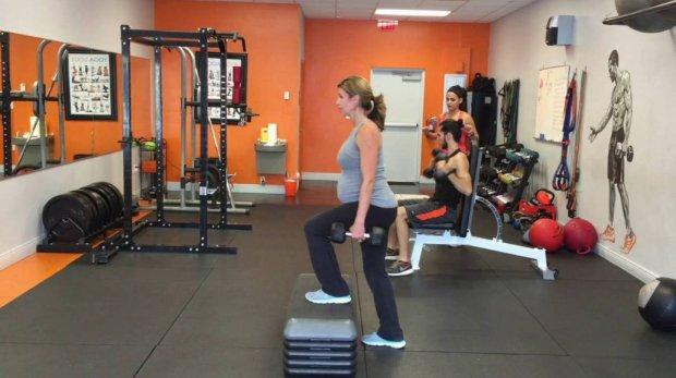 Упражнения в тренажёрном зале для беременных